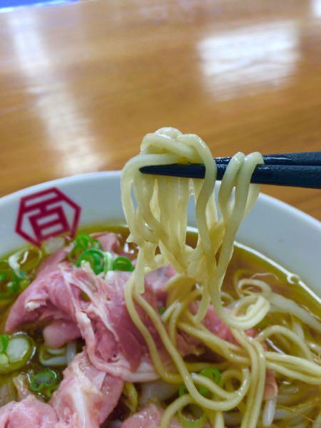 百年本舗 沖縄西原店 肉汁中華そばの麺