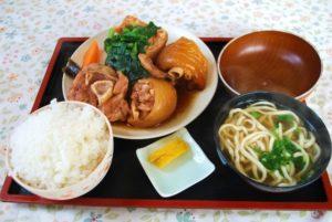 和泉食堂のてびちの煮付け