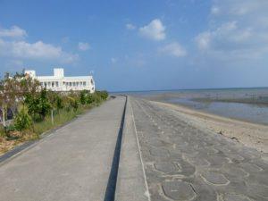 沖縄県総合運動公園近くの海